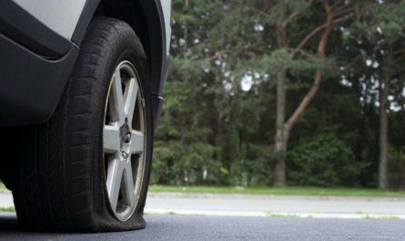 Как поменять спущенное колесо?